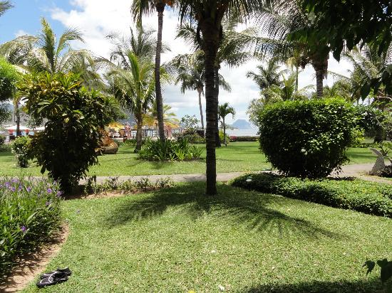 Sands Suites Resort & Spa : well maintained gardens
