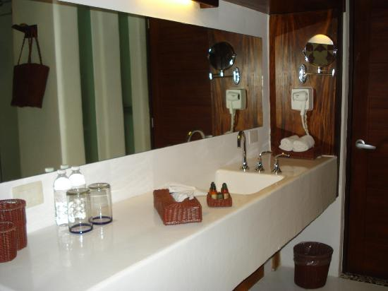 Le Reve Hotel & Spa: bathroom
