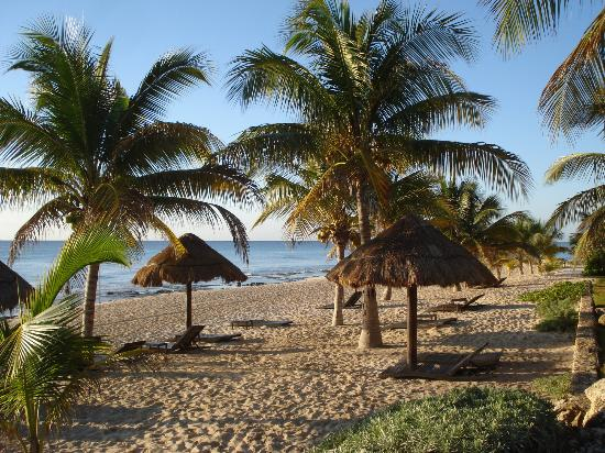 Le Reve Hotel & Spa: beach 1