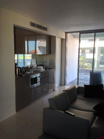Fraser Suites Perth: Kitchen area