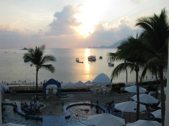 Tesoro Manzanillo: Sunset