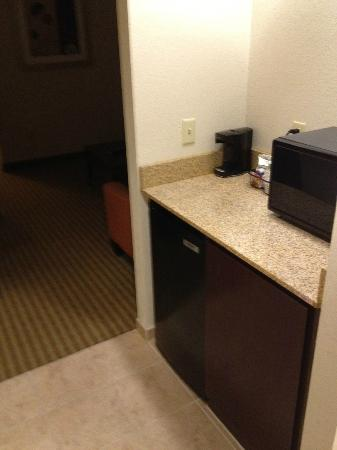 Hampton Inn West Palm Beach Florida Turnpike: microwave,