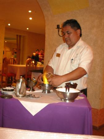 Tesoro Manzanillo: Juan Carlos making Spanish Coffee