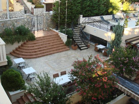 Grand Hotel Dramalj: Patio between Villa Irena and Villa Hilda