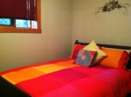 Mistiso's Place Vacation Rentals: Queen room in Silverking Suite