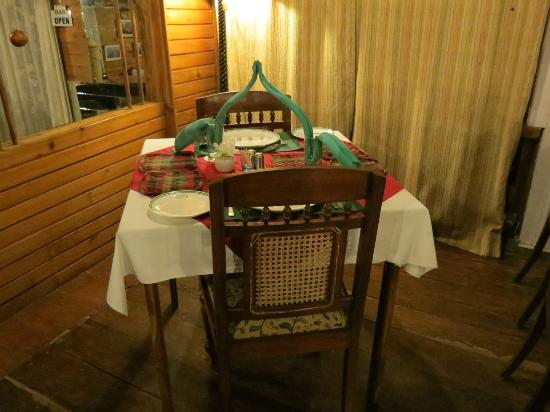 Mayfair Himalayan Spa Resort: Our table setting at dinner