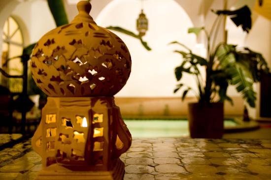 Riad Limouna: Lampara y piscina