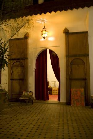 Riad Limouna: Puerta del salón