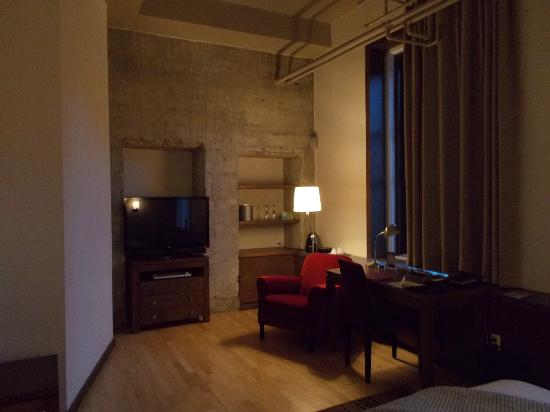 Hotel 71: Room