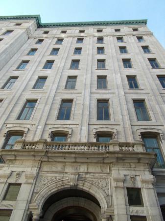 Hotel 71: Exterior