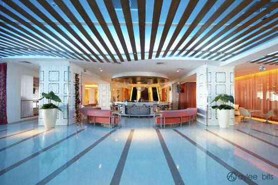 The Condado Plaza Hilton: Lobby