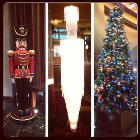 Red Rock Casino Resort & Spa: Red Rock decorated for Christmas