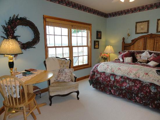 Torch Lake Bed & Breakfast: The Sunset Suite
