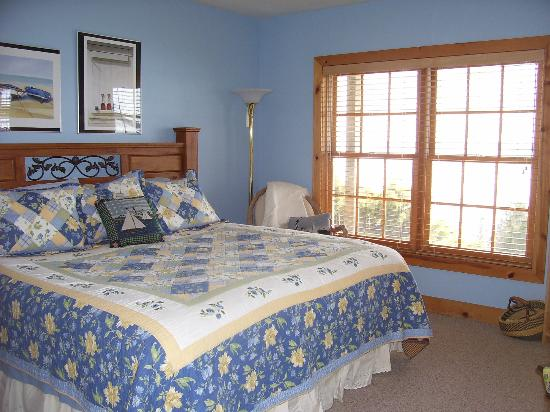 Torch Lake Bed & Breakfast: The Vista Suite