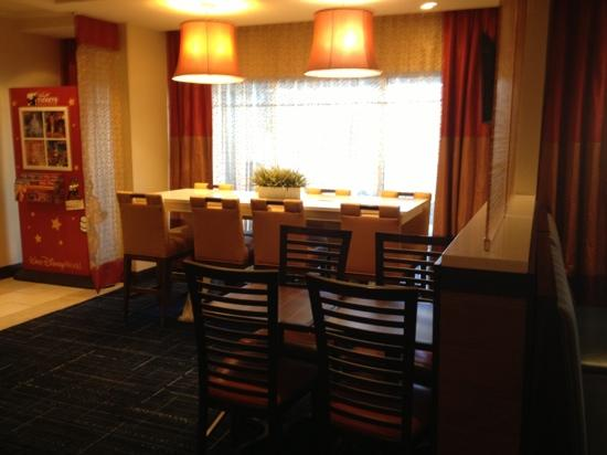 Fairfield Inn & Suites Orlando Lake Buena Vista: more breakfast area