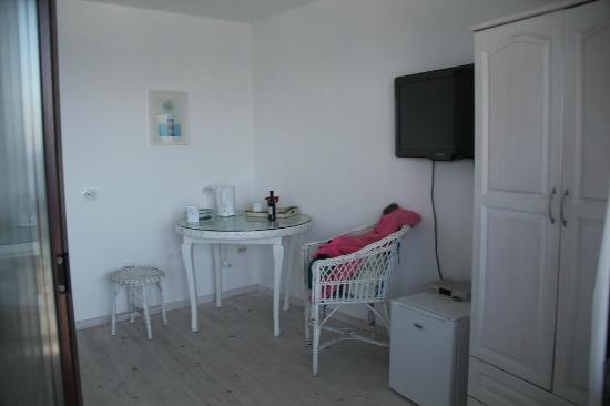 Deep Blue Guest House: White white and white !