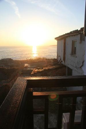 Deep Blue Guest House: Sunrise from patio ( white room)
