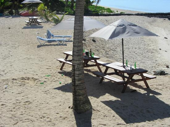 Sanctuary Rarotonga-on the beach: mess took cal at 10am to get cleaned up.
