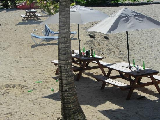 Sanctuary Rarotonga-on the beach: bottles and ice buckets left until 10am when I complained.