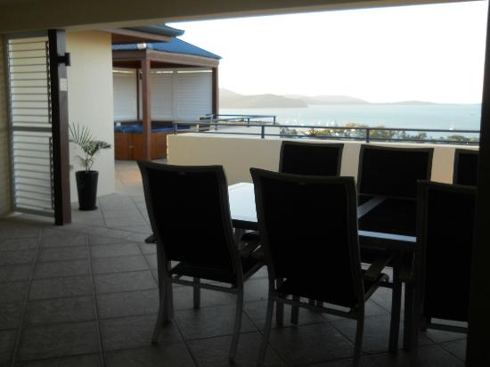 Pinnacles Resort: Balcony dining and jacuzzi