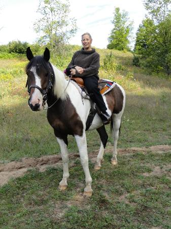 Torch Lake Bed & Breakfast: Horse Back Riding is just minutes away