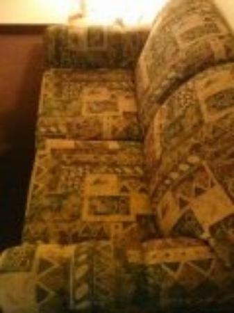 Mardi Gras Hotel & Casino: Couch in room
