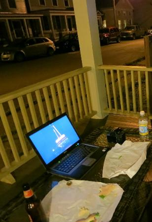 The Inn at Ca' Mea: Wifi works out on the porch - see quiet adjacent street also.