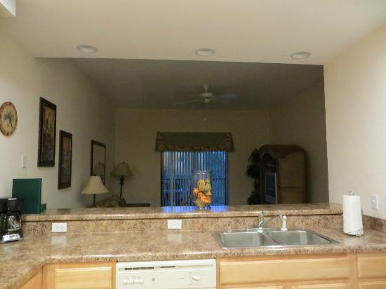 Caribe Cove Resort Orlando: kitchen/living room