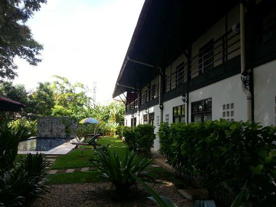 Basaga Holiday Residences: poolside rooms