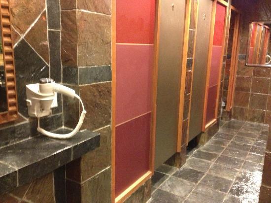 Ambassador Transit Hotel Terminal 2: Sare bathroom