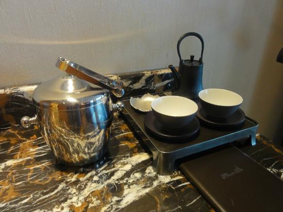 Shangri-La Hotel, Tokyo: お茶セット。