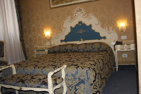 Hotel Becher: Queen size bedroom