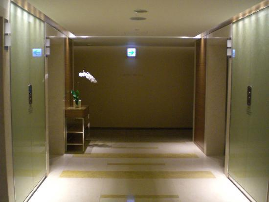 InterContinental Saigon Hotel: Guestroom floor elevator