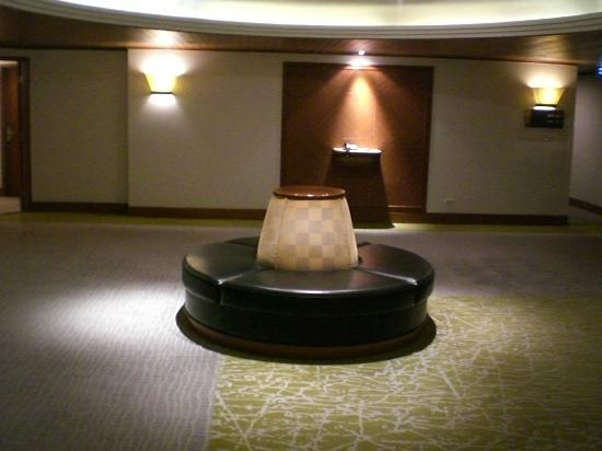 Crowne Plaza Bangkok Lumpini Park: Resting area on guestroom level