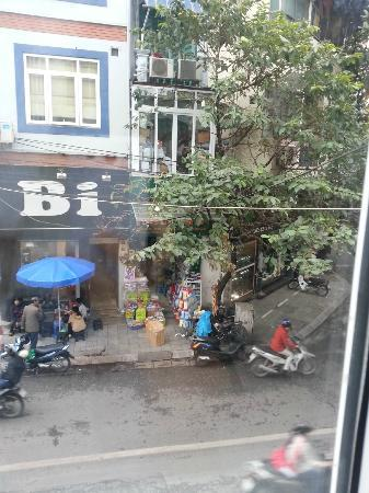 Tu Linh Palace Hotel: View from room 201
