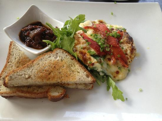 Bunkers Beach House: Baked Eggs with Spinach,smoked mozeralla and roast capsicum YUMMM