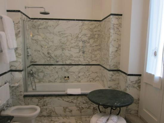 Hotel Eden - Dorchester Collection: Bathroom with French Balcony at Hotel Eden