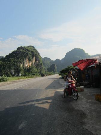 Green Climbers Home: road to Thakhek