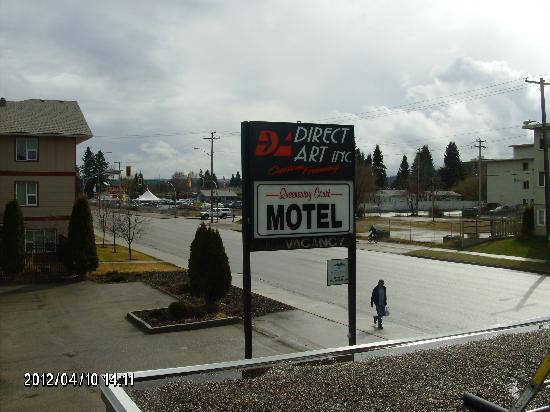 Queensway Court Motel: motel view