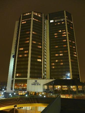 Corinthia Hotel Prague: Hotel at night