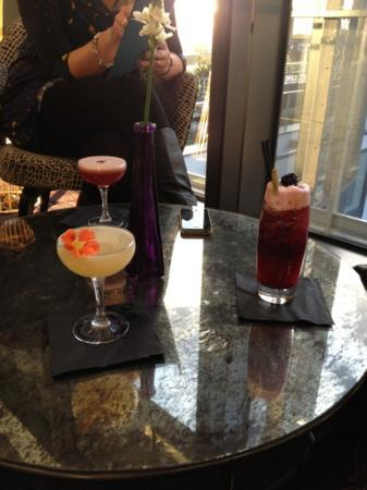 DoubleTree by Hilton Hotel London -Tower of London: lovely cocktails in the sky lounge