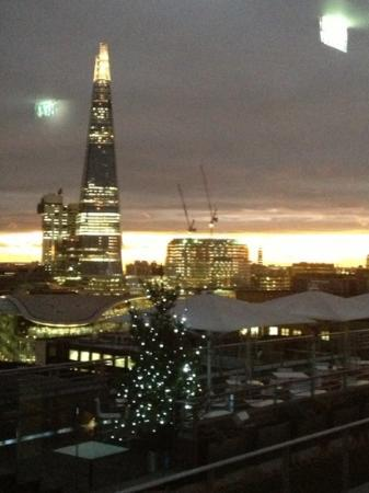 DoubleTree by Hilton Hotel London -Tower of London: beautiful view from sky lounge on a winter's afternoon