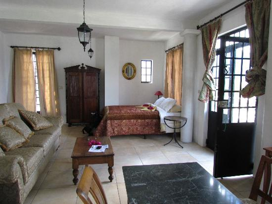 Casa Lobo Bungalows: Room