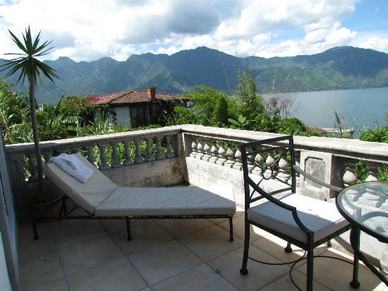 Casa Lobo Bungalows: Balcony overlooking the lake