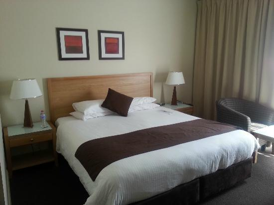 Quality Hotel Bathurst: Bed and Comfy Pillows
