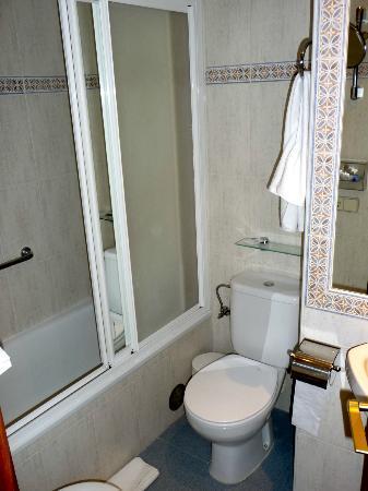 BEST WESTERN Carlos V: salle de bain