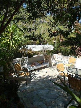 Delfini Hotel: отдых во дворике