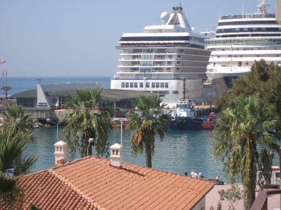 Surtel Hotel: Cruisers are so close