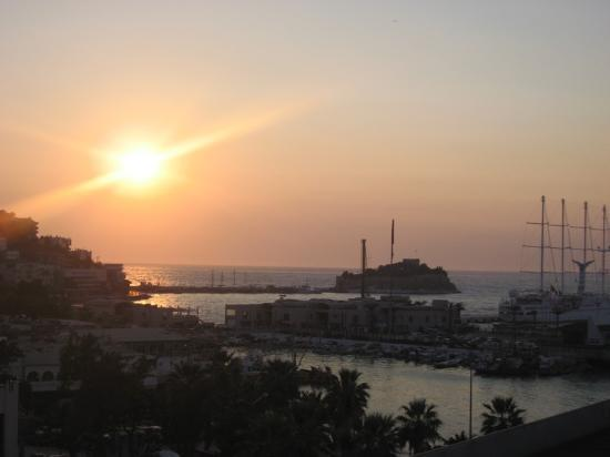 Surtel Hotel : Sunset over Kusadasi