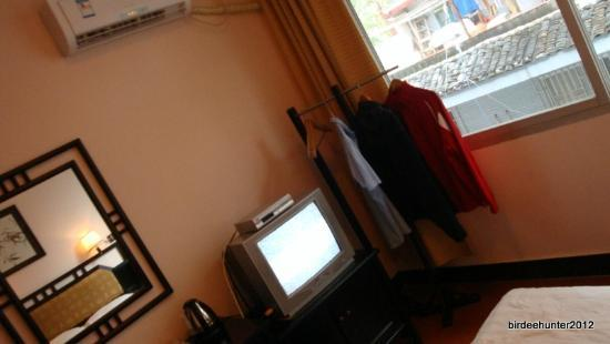 West Lily Hotel: TV, kettle provided
